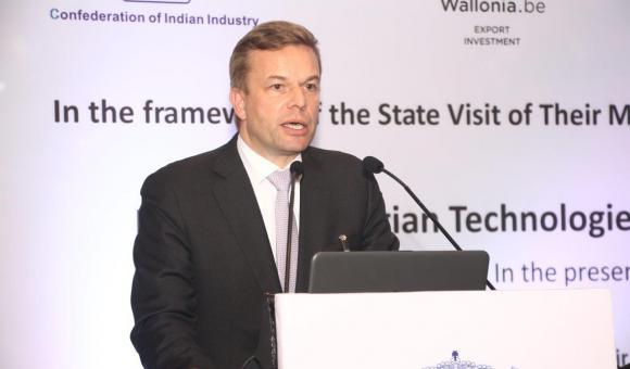 Mr. Sébastien Dossogne, CEO of Magotteaux, making a presentation